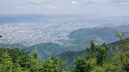 京都市街を愛宕の山から眺めれば・・