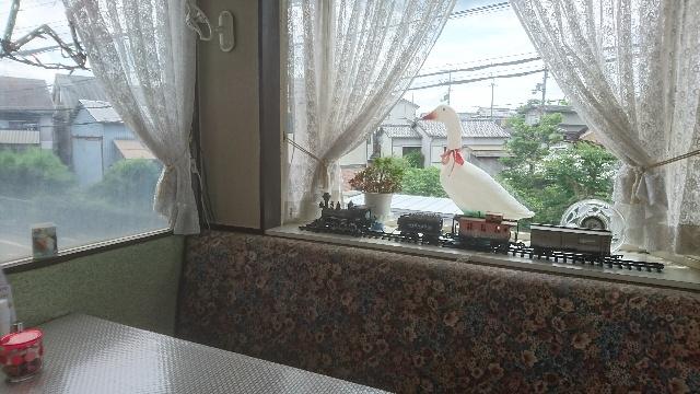 落着いた店内風景のレストラン「アガピー」(京都・亀岡市)、圧倒的な料理レパートリー・・賑わってますヨ!御近所・お仕事仲間でしょうネ
