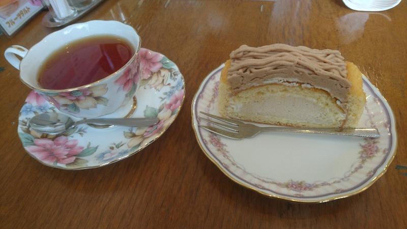 DESSERTMENUのAGAPE HomemadeCakeセット マロンケーキ+ドリンク(今回はホットの紅茶)