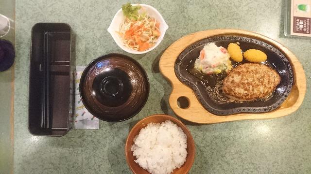 ハンバーグレストラン「びっくりドンキー 千本五条店」にて、レギュラーSセット