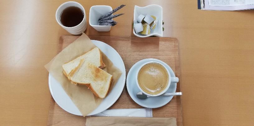 今回もワンコインだった<フードメニュー>から ホットサンド+コーヒーボリュームたっぷりの味深いサンドイッチに美味しいコーヒー