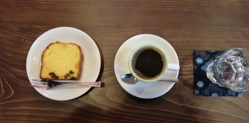 今回はMenu から「ケーキセット」で時間をかけて丁寧に立ててくれた本格コーヒー+ケーキを