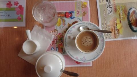 食後のドリンク(付き)はホットコーヒー で