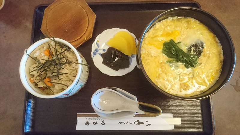「玉子とじ定食」 ・・ 玉子とじうどん(そば)+かやく御飯